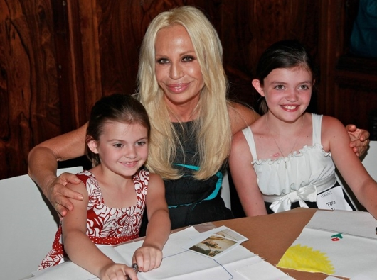 Donatella With Children From The Starlight Children's Foundation