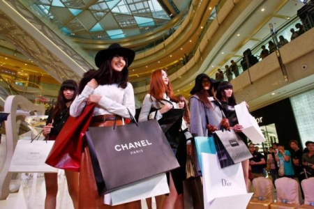 Chinese Shopper Go On a Luxury Clothing Shopping Spree