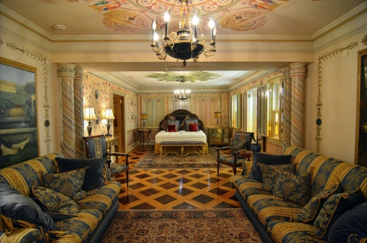 Beautiful Versace Mansion Suite