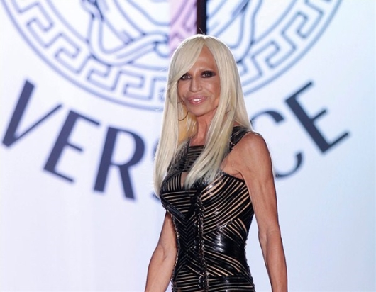 http://gevrilgroup.com/images/versace-watches/Donatella%20Versace%20by%20Versace%20Fashion%20Show.jpg