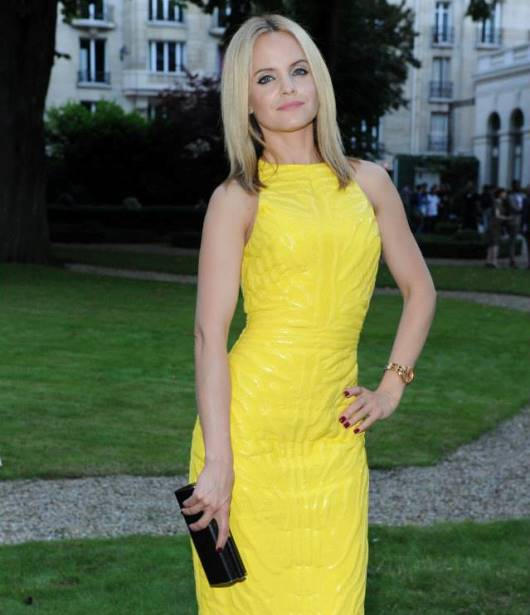 Mena Suvari Wearing A Versace Dafne Watch