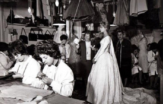 Fernanda Gattinoni in the Via Toscana Atelier in 1966